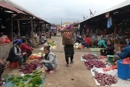 Mercado y aldeas por Muang Sing