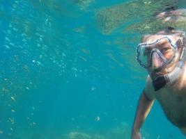 Buceando con un tubo en las islas Perhentians