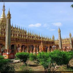 Exteriores de la Pagoda Thanboddhay en Monywa (Myanmar)